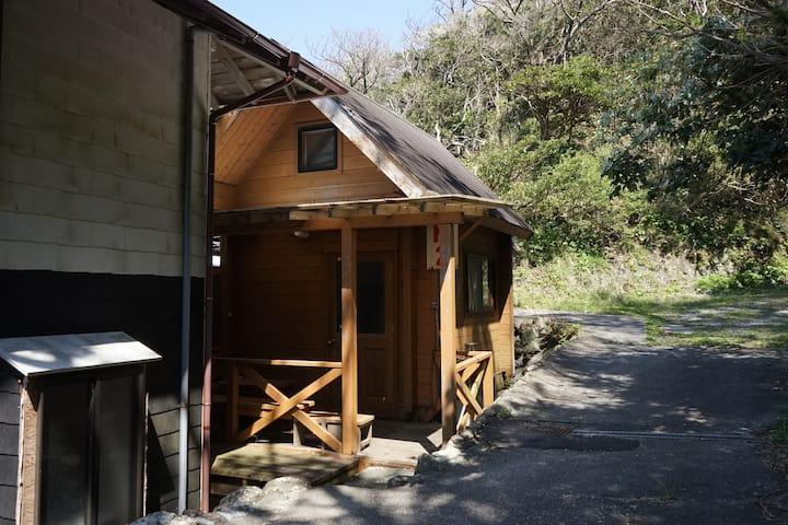 西伊豆・堂ヶ島・浮島海岸 2名用(3名利用)ログハウス