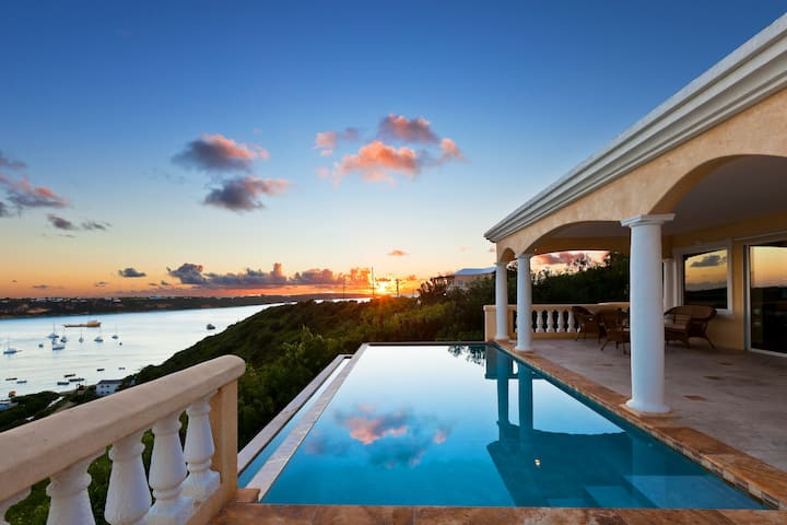 Cliffside Villa w/Pool Ideal for Family or Couples