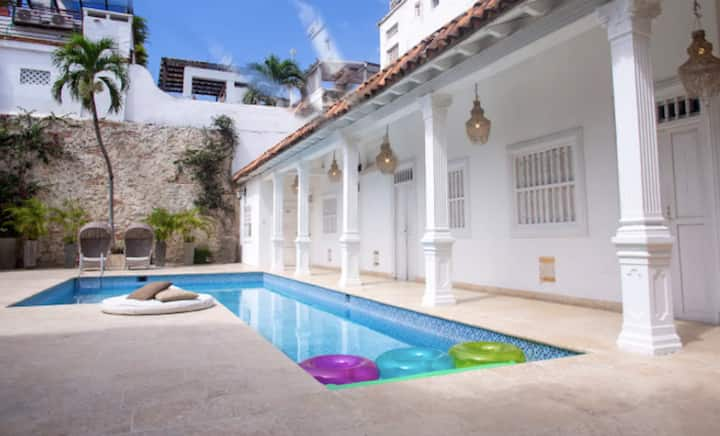 ⋆9BR Villa with a Big Pool in the Historic Center⋆