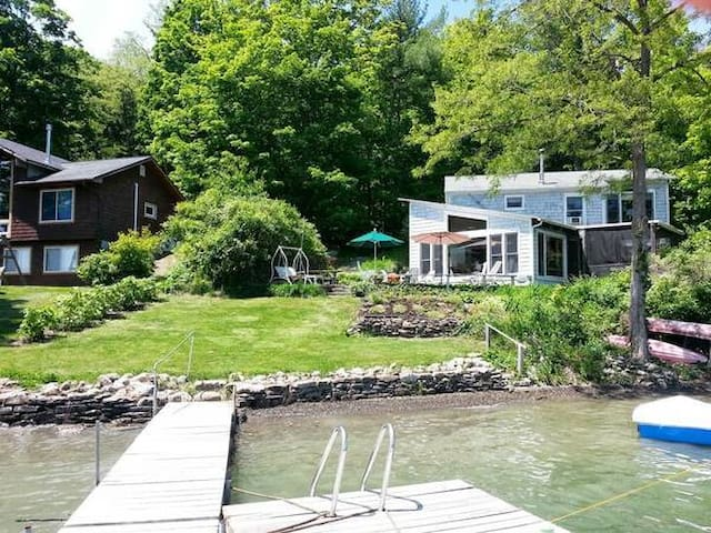 Finger Lakes fine home on the water - Penn Yan - Dom