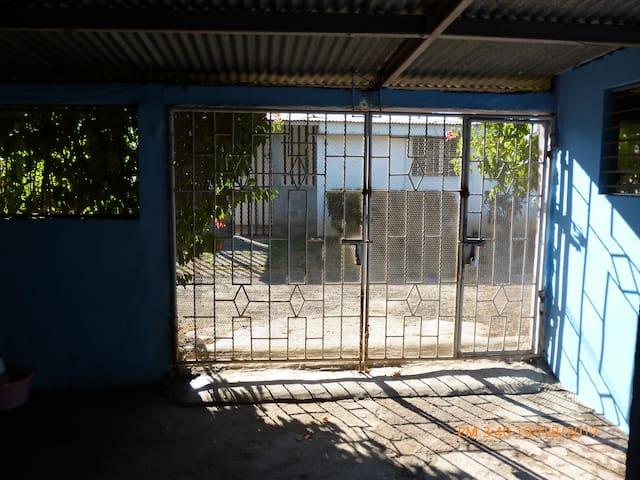 Una casa con vista a todo Managua.