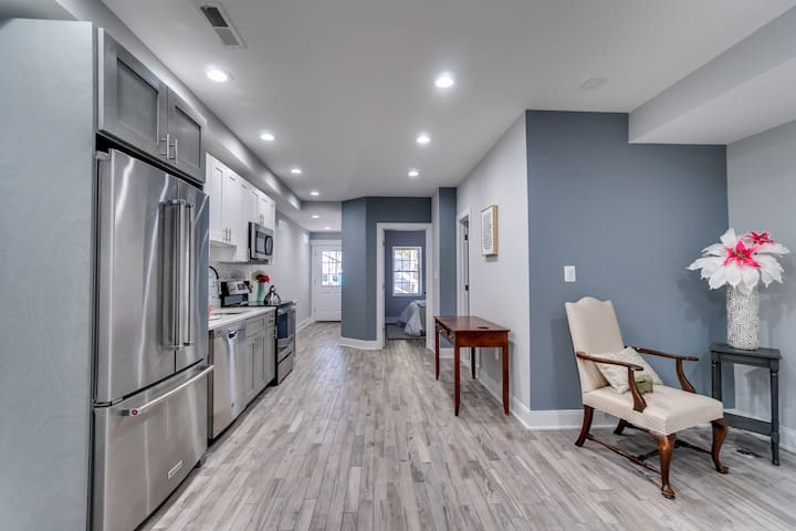 Modern private NW DC apartment