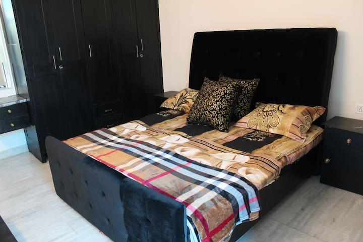 Chic Double Bed B&B,Posh Delhi Centrally Located