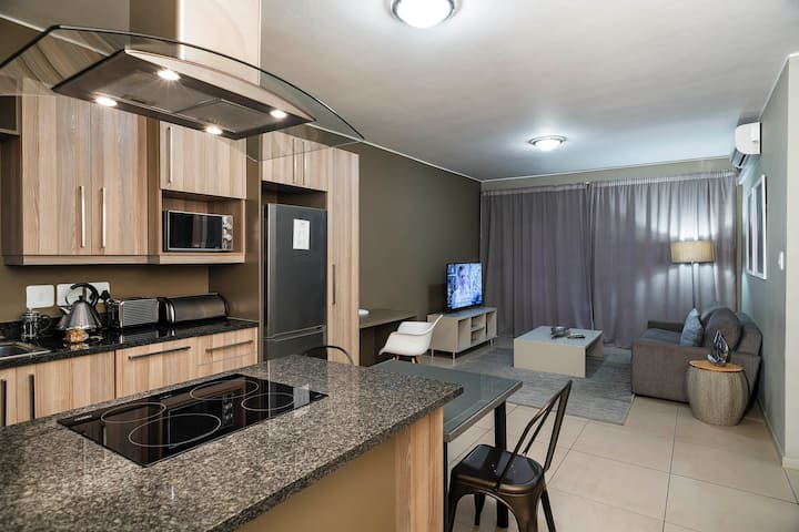 CAG The Atrium - Modern 2 Bedroom Apartment  with Shared Bathroom