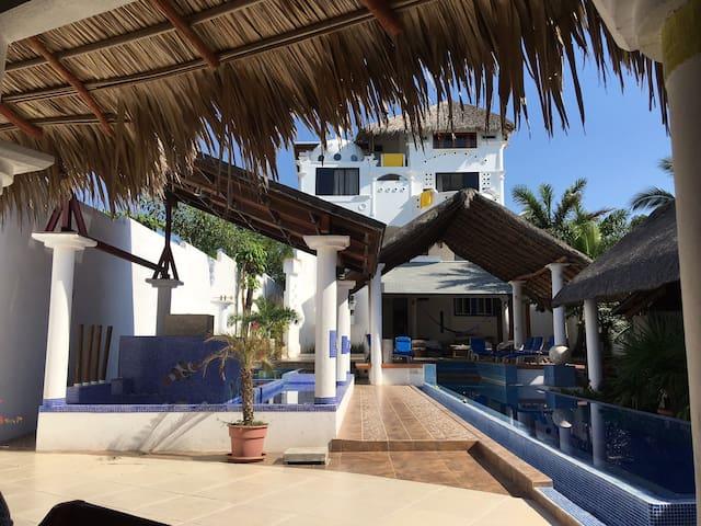 Villa Lili Boutique House Hotel (Family Suite)