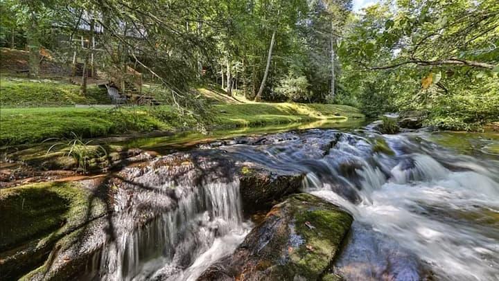 Big Creek Falls-2 bed/2 bath-sleeps 6-hot tub-WiFi