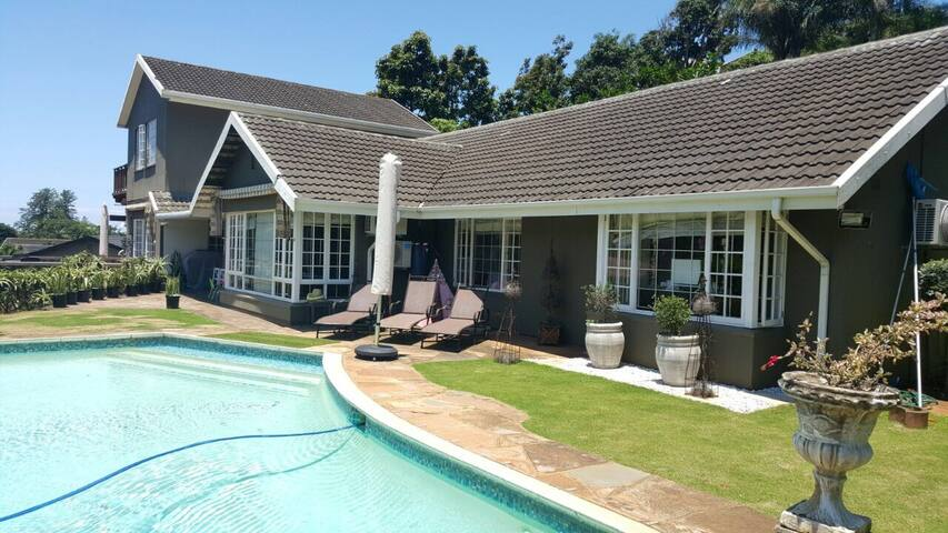 UMHLANGA LA LUCIA - 5 MINS FROM MALL & BEACH - La Lucia