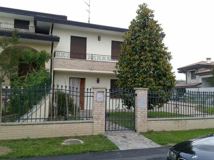 Ampia  stanza vicino Abano Terme