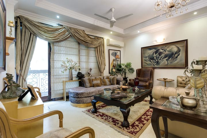 Private room in a Designer Apartment @ Jangpura