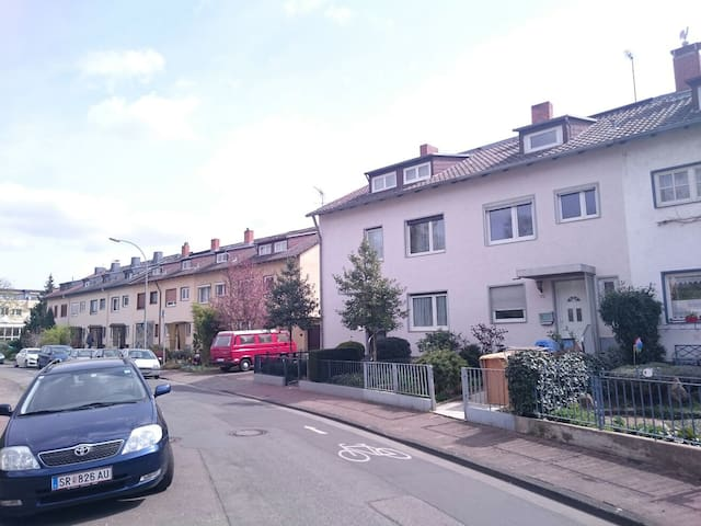 Beautiful House With Great Location - Frankfurt - Hus