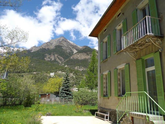 Grande maison familiale XIXieme  - Jausiers - House