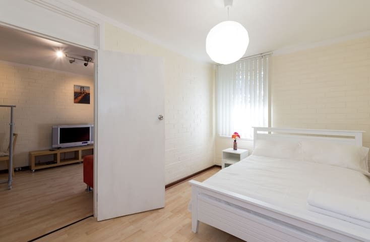 FREE WIFI - Prime location, Modern - West Perth - Byt