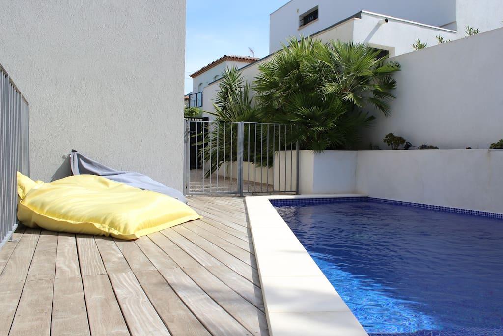 maison avec piscine houses for rent in marseille provence alpes c te d 39 azur france. Black Bedroom Furniture Sets. Home Design Ideas