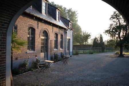 Smaakvol Landhuis op domein van 1,5 ha in Vurste