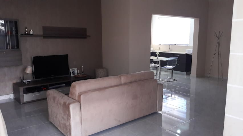 Flatlet  in a bangalow close to all amenities