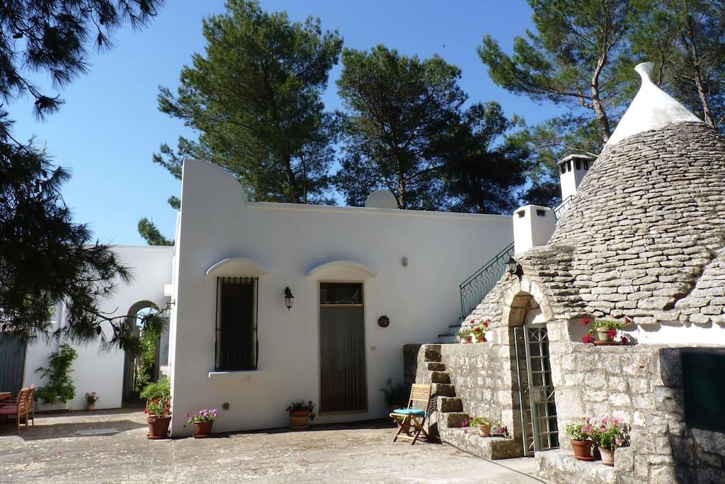 A pretty villa with trullo and studio attached