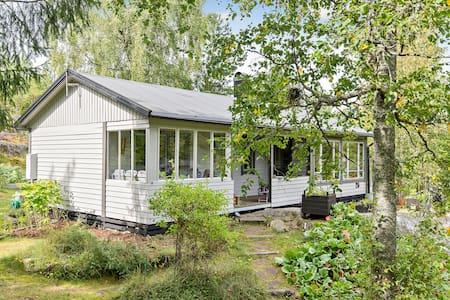 Cozy cottage in Stockholmsskärgård - House