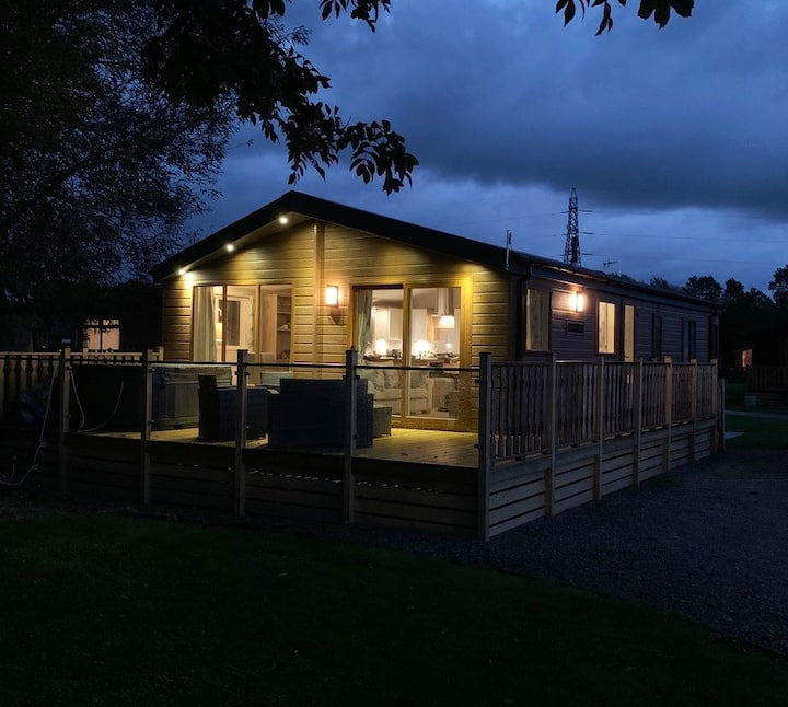 3 Bedroom Lodge with Hot Tub near Carnforth