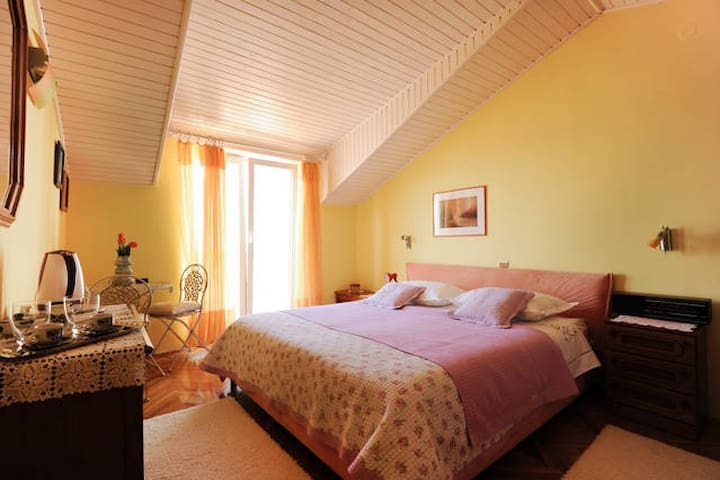 *Sea view* private room with terace - Sibenik - Bed & Breakfast