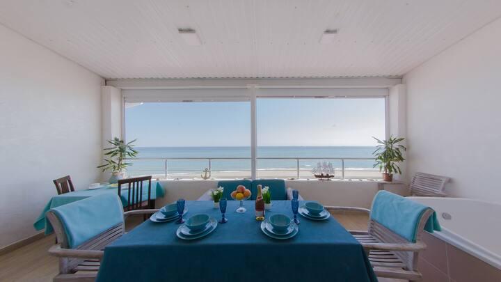 Квартира с  шикарной террасой у моря