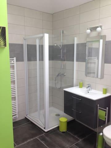 Salle de bain focntionnelle avec rangement