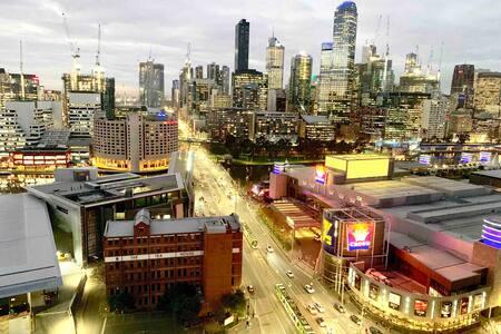 Location, Views & High Floor (Opp. MCEC & Crown)