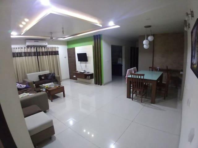 Luxury fully furnished in Alkapuri