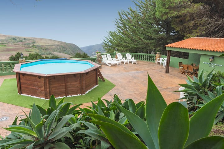 Holiday cottage with private pool in Galdar GC0383