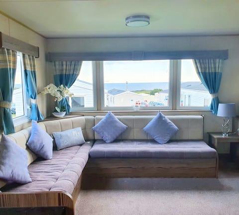 3 Bedroom Deluxe Caravan at Haven Devon Cliffs