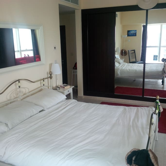 Large Master Bedroom Sea View Dubai Apartments For Rent