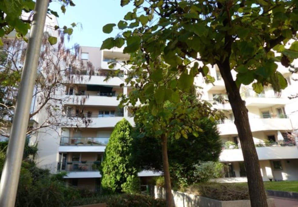 Vue de la façade et du 4 ème étage