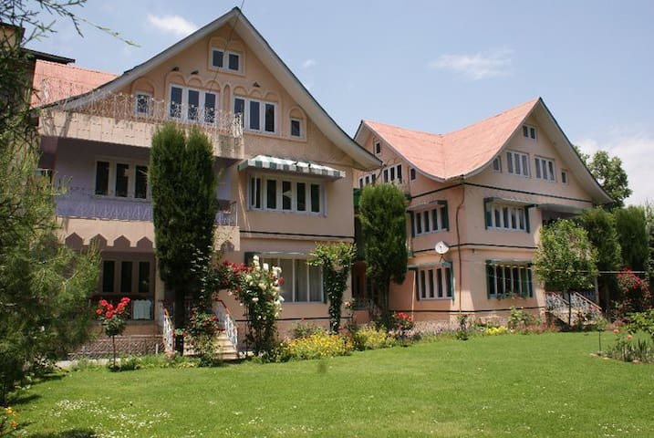 Rooms Near Dal Lake - Srinagar - Dom