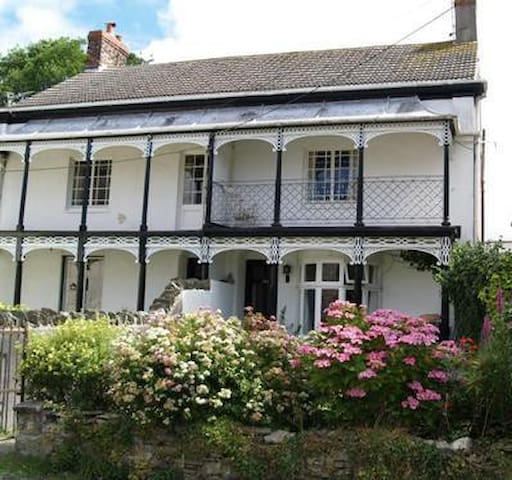 Modern interior Grade 2 Listed home - Braunton - House