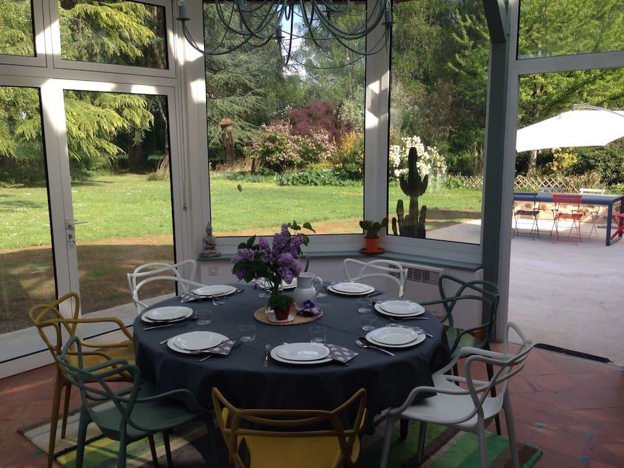 Véranda and 70m2 terrasse with BBQ opened on 6000m² garden