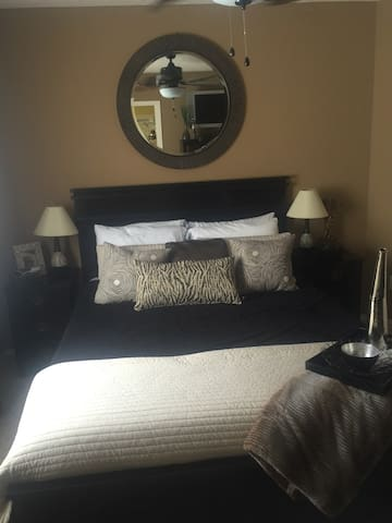 Sweet dreams await you. - Albuquerque - House