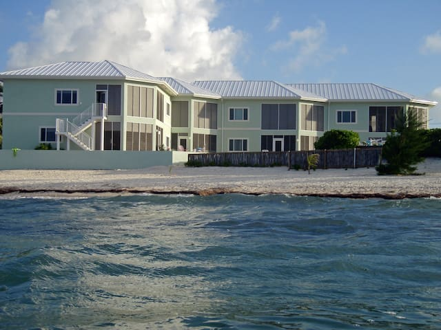 Ocean's Edge Ocean Front condo - North Side/Rum Point - Appartement