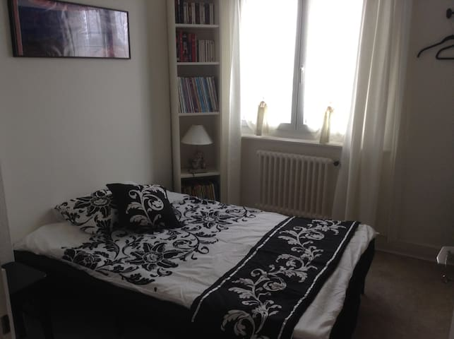 Chambre privėe - private room - Gland - Appartement