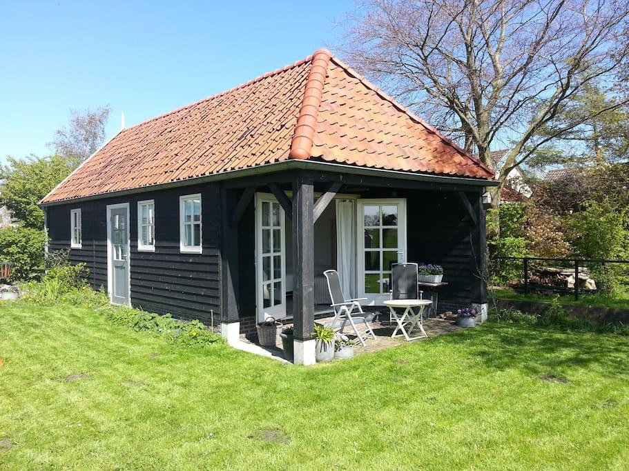 Gastenverblijf bij stolpboerderij appartementen te huur in warder noord holland nederland - Beschermd zonneterras ...