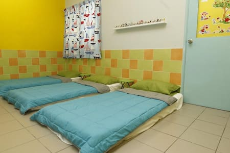 Cozy room ~ Near LRT & KL / Wifi - Puchong - House
