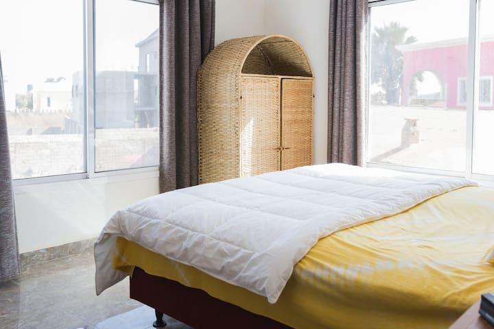 HOMEVILLA- 1 bedroom near turntable