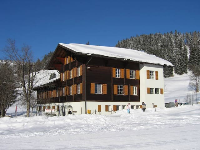 Rellerli Mountain Lodge - Schönried - Dormitório