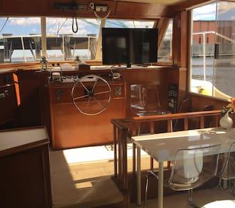 45' Chris Craft Yacht Home - Providence