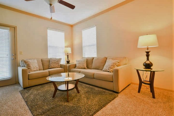 11201 Wonderful 1BR Suite-Lenexa! - Lenexa - Apartment