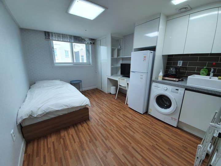 삼성 전자 3분 # 장기출장 # 편안한 휴식이 되는 공간 # 원룸전체 # 깨끗한 새집