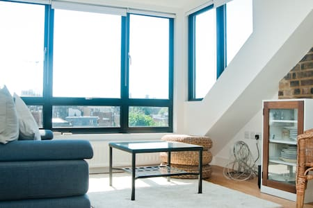 Clean and fresh loft with kitchen and shower room - Londres - Loft