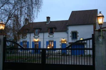 Chambres d'hôtes Maubranche - Haus