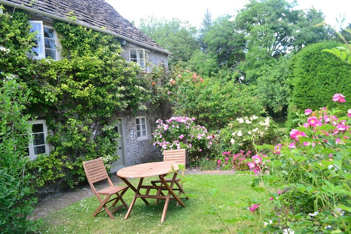 Historic cottage at Rodden, Frome - Frome - Hus