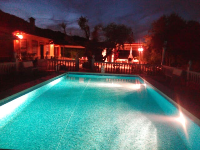 Chalet de campo con piscina cerca de Ubrique