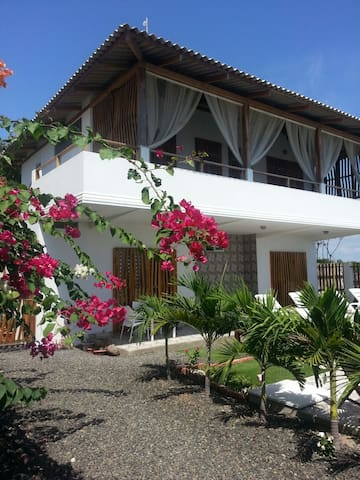 Casa WF Beachfront Guesthouse 1 - San Jacinto y San Clemente - Bed & Breakfast