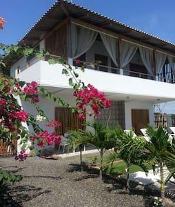 Casa WF Beachfront Guesthouse 1 - San Jacinto y San Clemente - 住宿加早餐